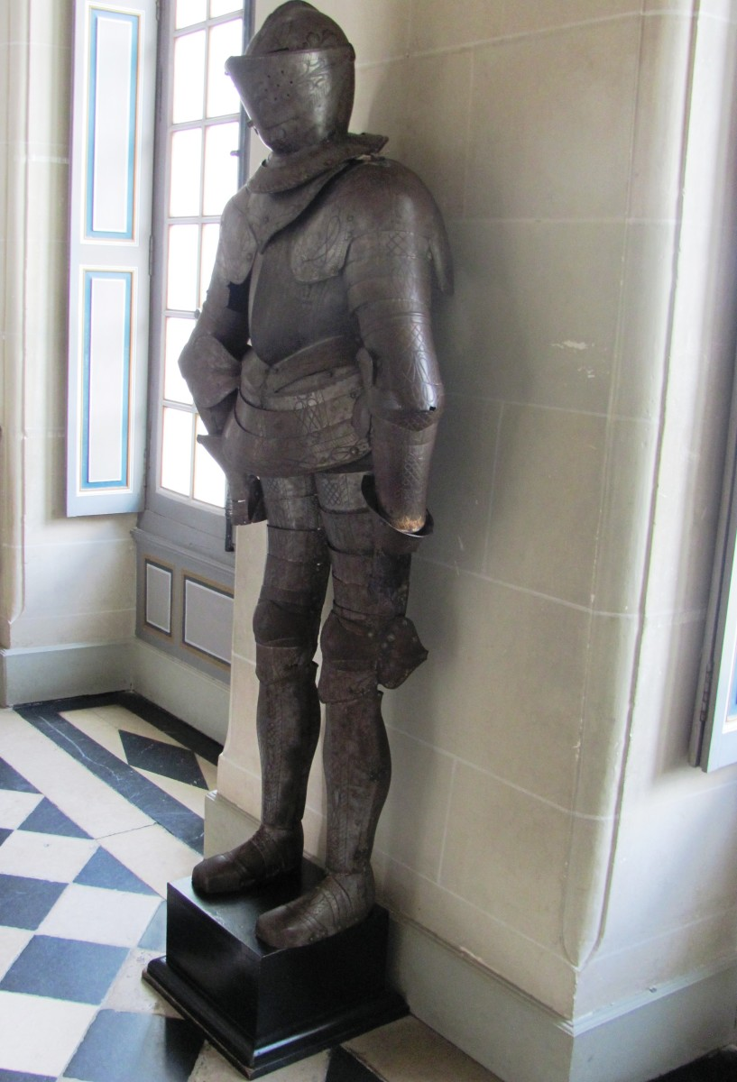 The Arms Room displays several suits of armor from the 15th, 16th, and 17th centuries.