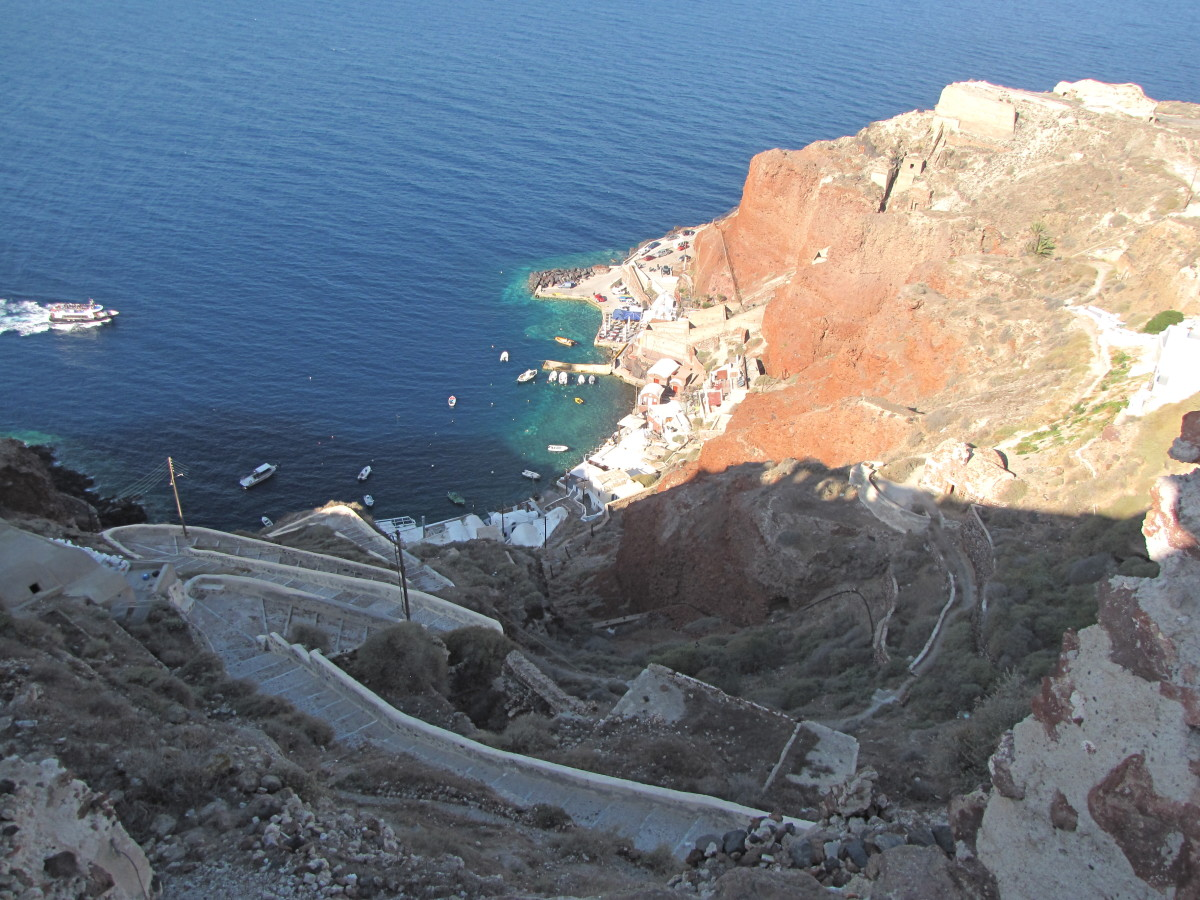 The steps down to Ammoudi Bay Beach