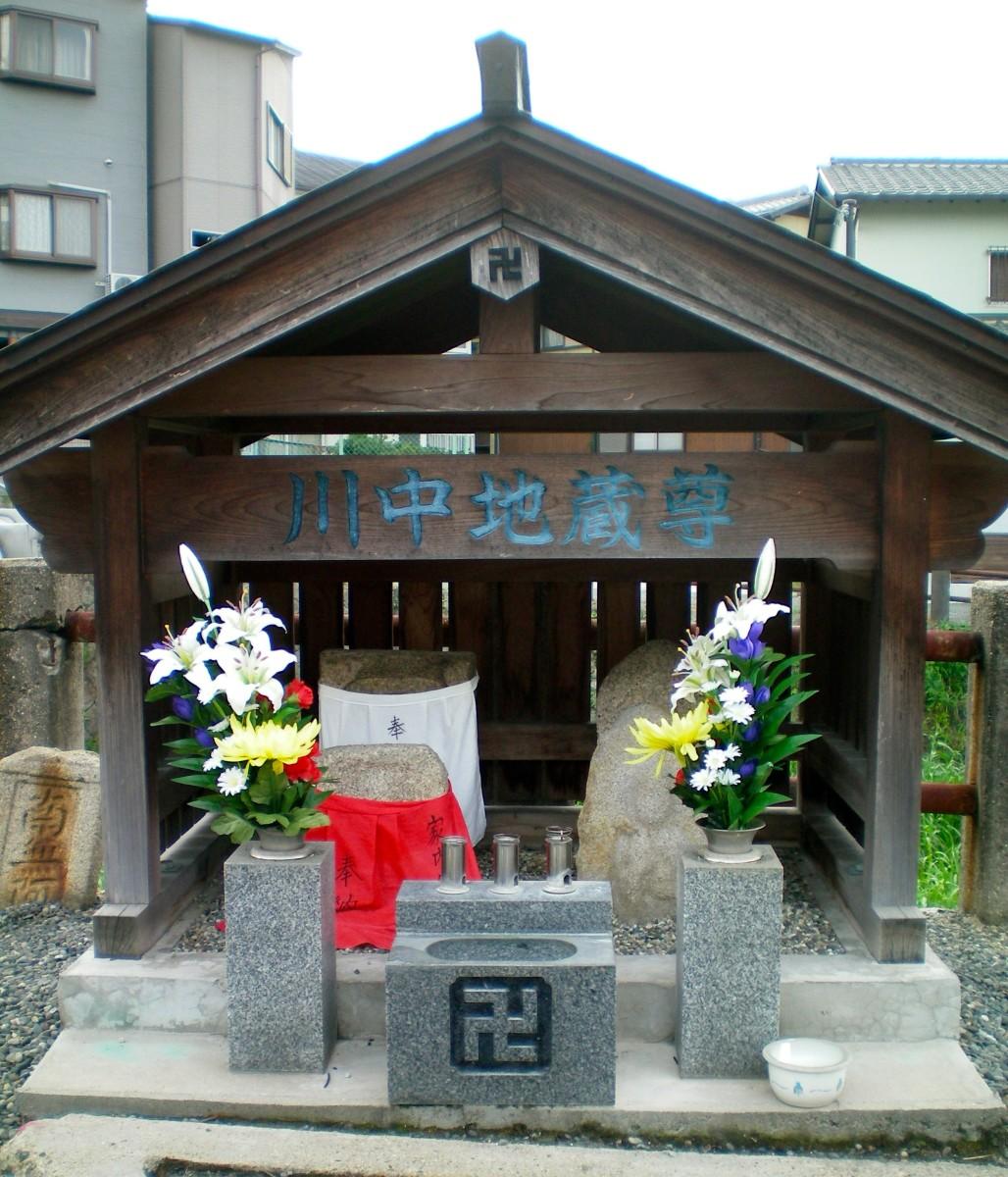 Shrine in a local street, Nara (c) A Harrison