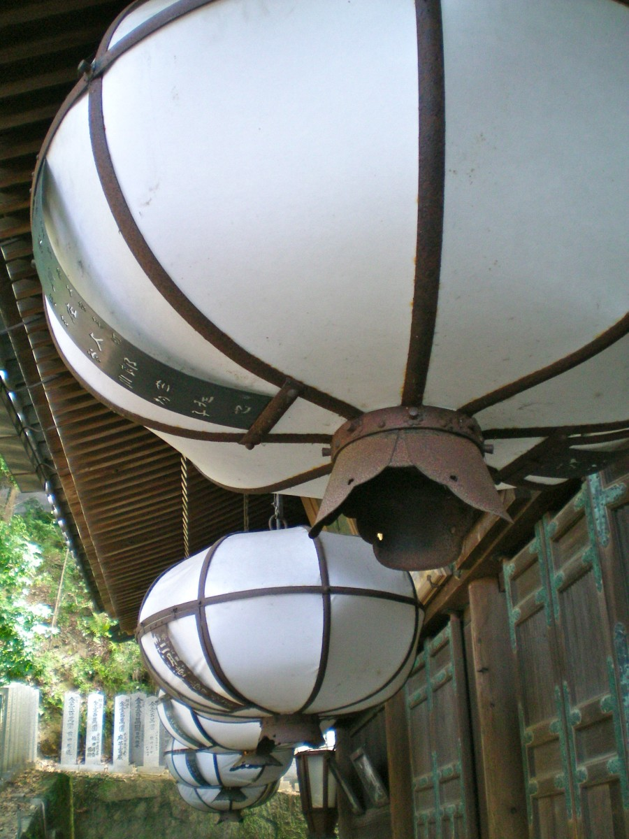 Lanterns on a verandah (c) A Harrison