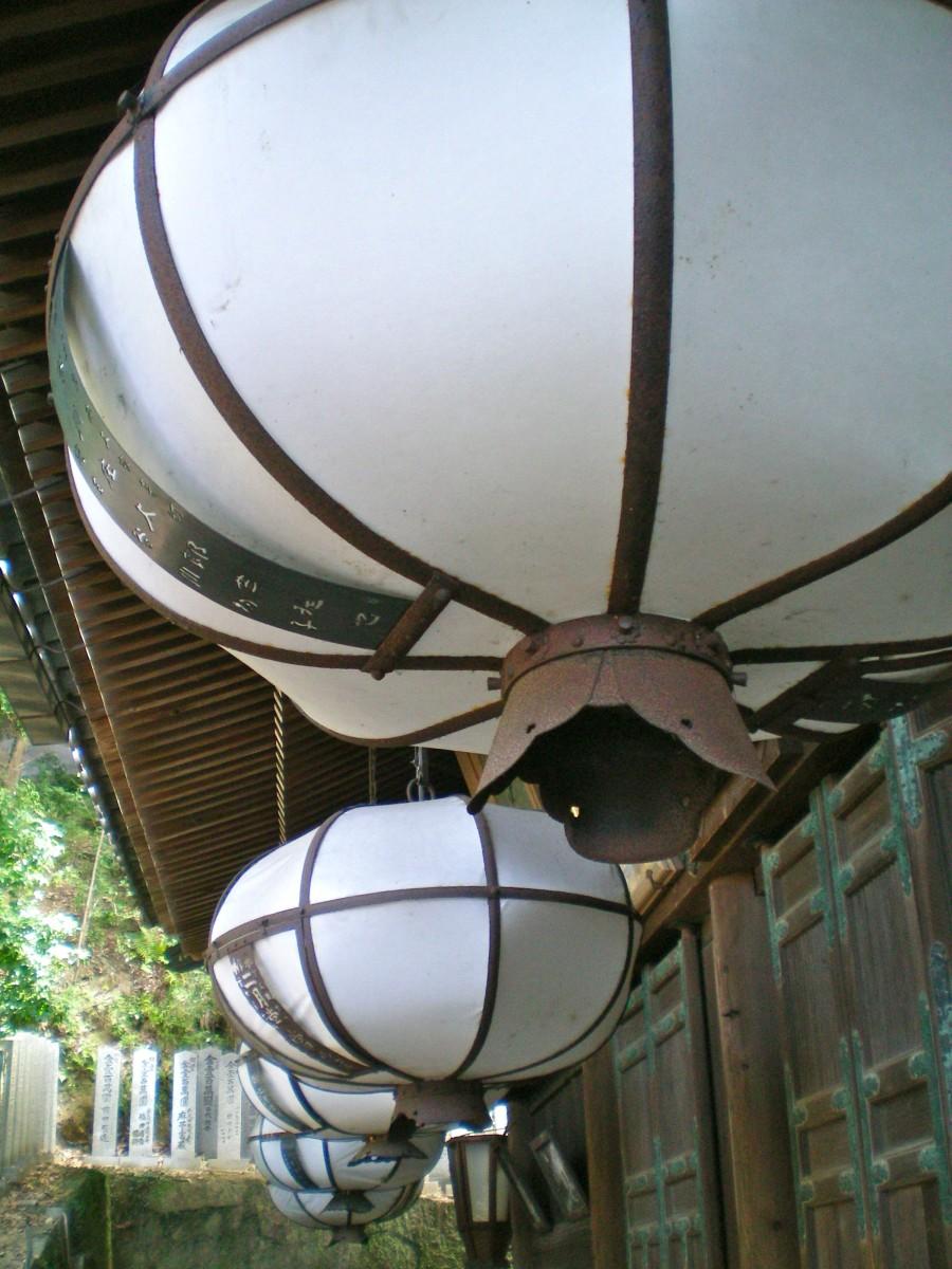 Lanterns on a verandah (c) A Harrison