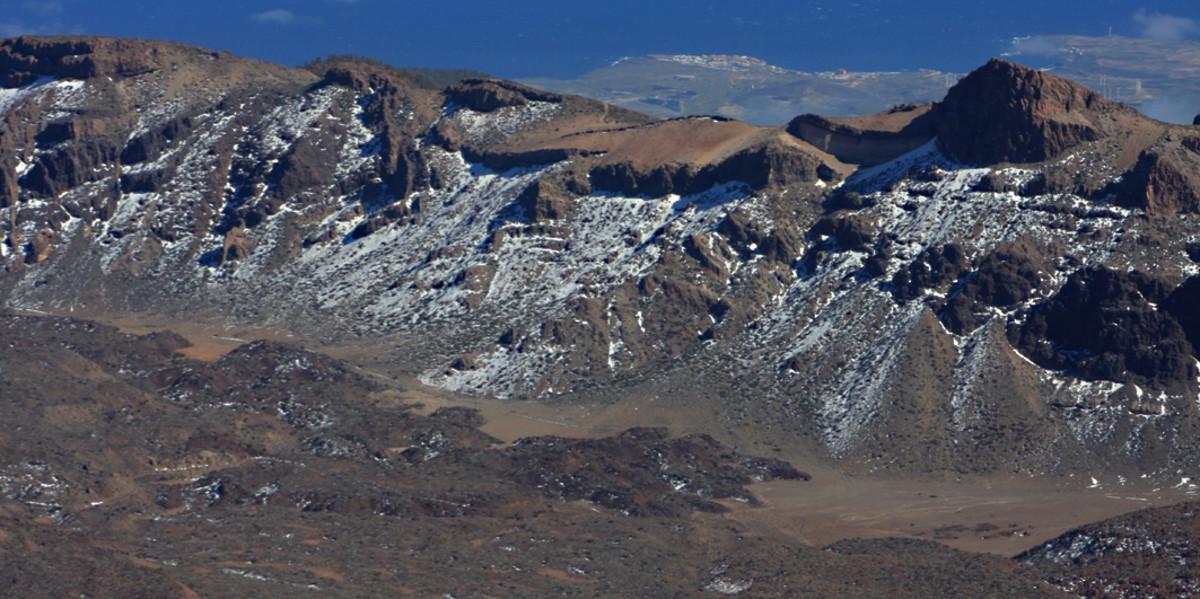 2,602 m (8,536 ft) high Topo de la Grieta and lava from Montana Blanca