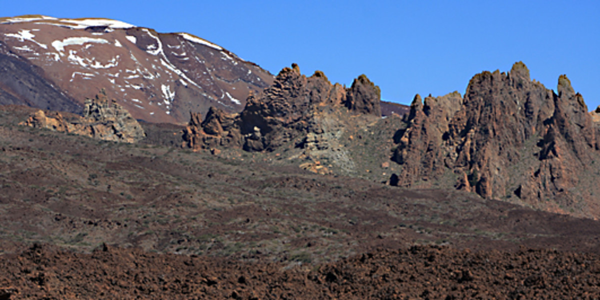 The caldera looking north - On the left is Montana Blanca, the White Mountain, which lies northeast of Teide. On the right are the jagged boulders of Los Roques de Garcia