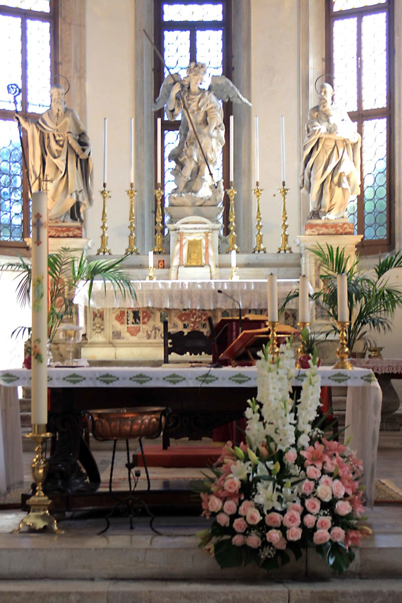 The altar of Chiesa di San Michele in Isola