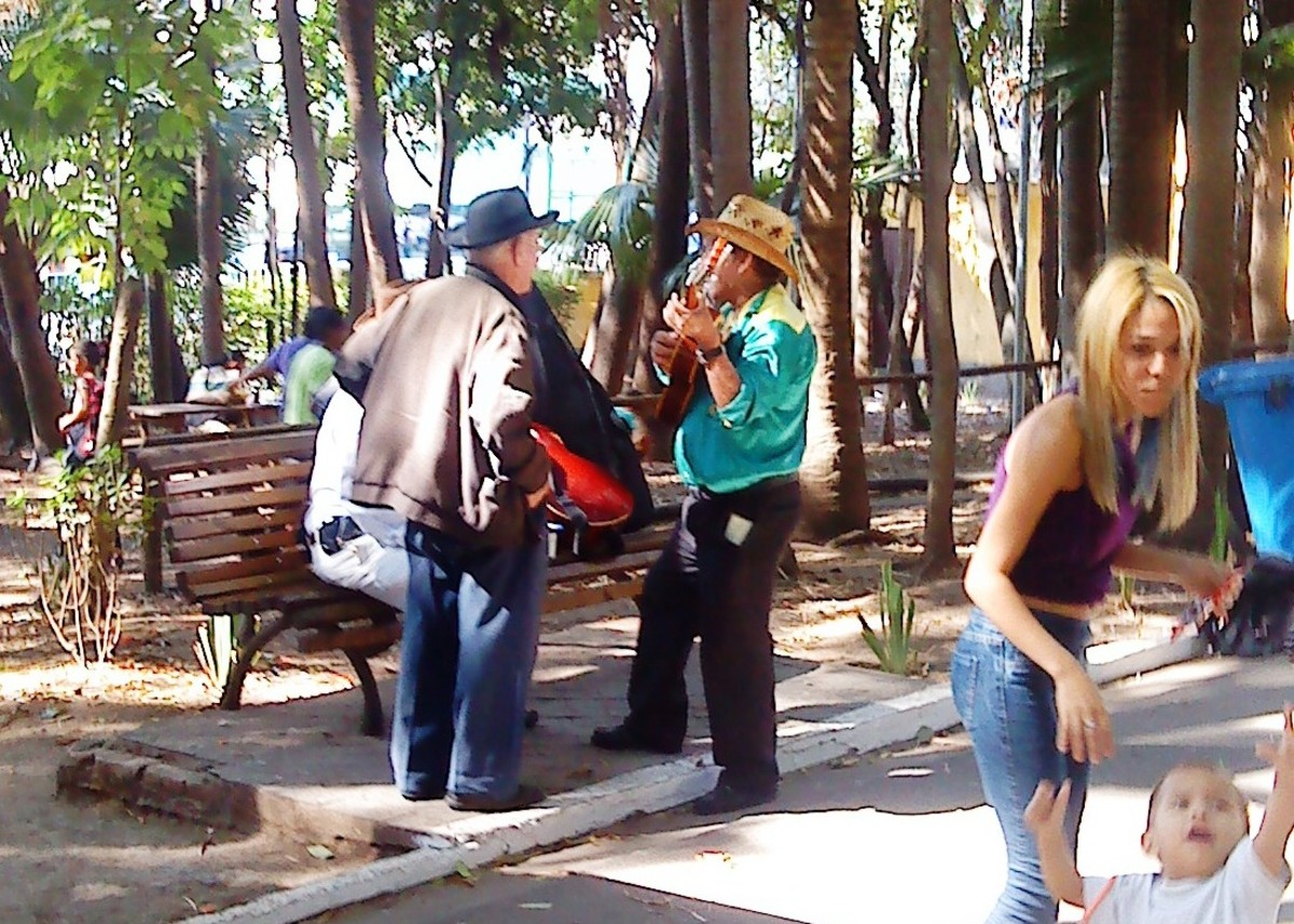 Musicians and family in Parque Agua Branca.