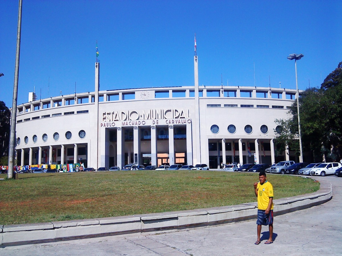 The football museum is housed in this stadium.