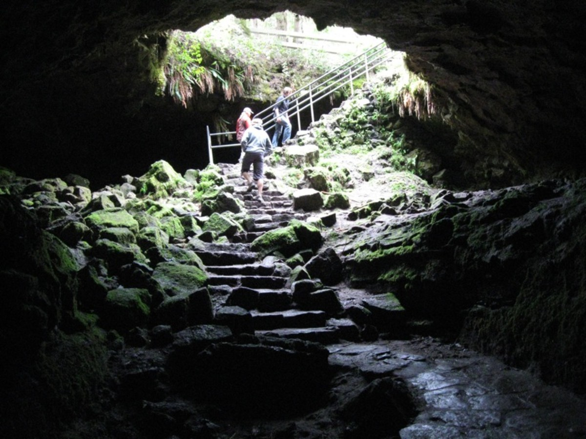 The entrance to the Ape Caves