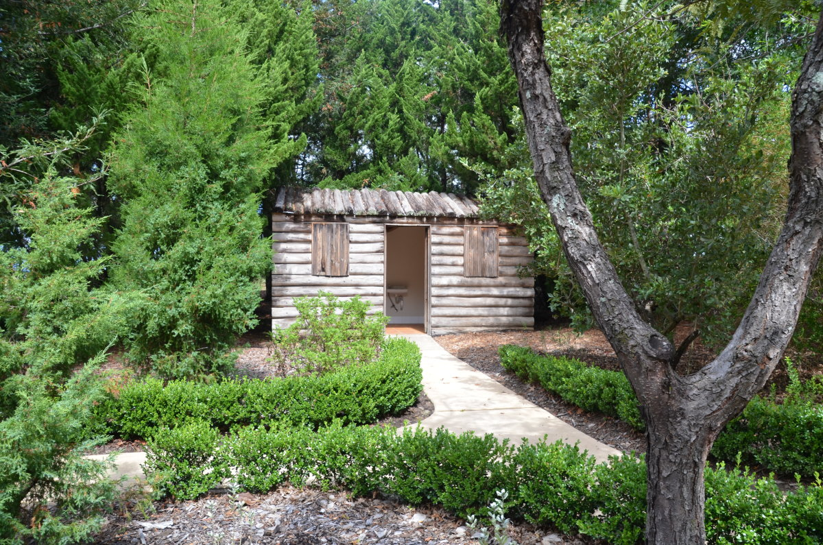 The hut in the American Garden doubles as the toilet amenities.
