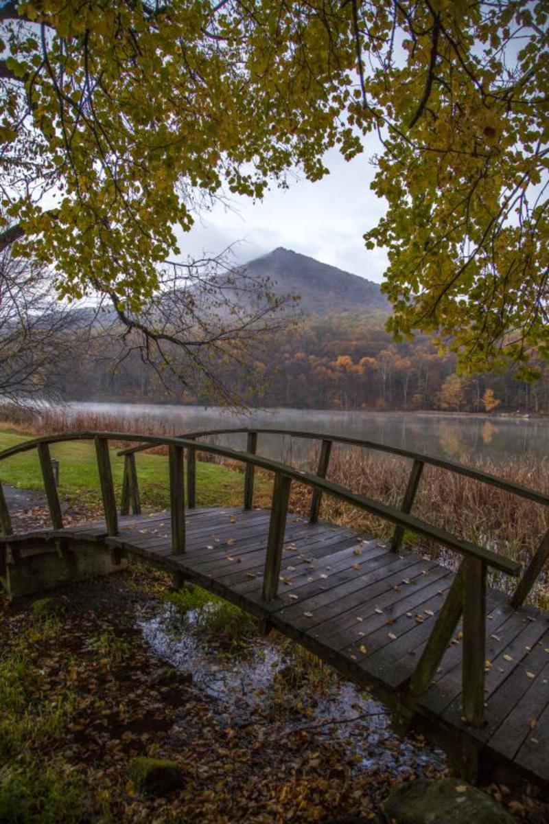 Peaks of Otter Lodge on the banks of Lake Abbott