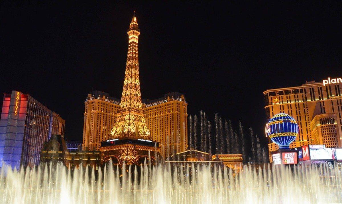 Many Las Vegas hotels offer risk-free hotel bookings to find a lower rate without penalty after canceling.