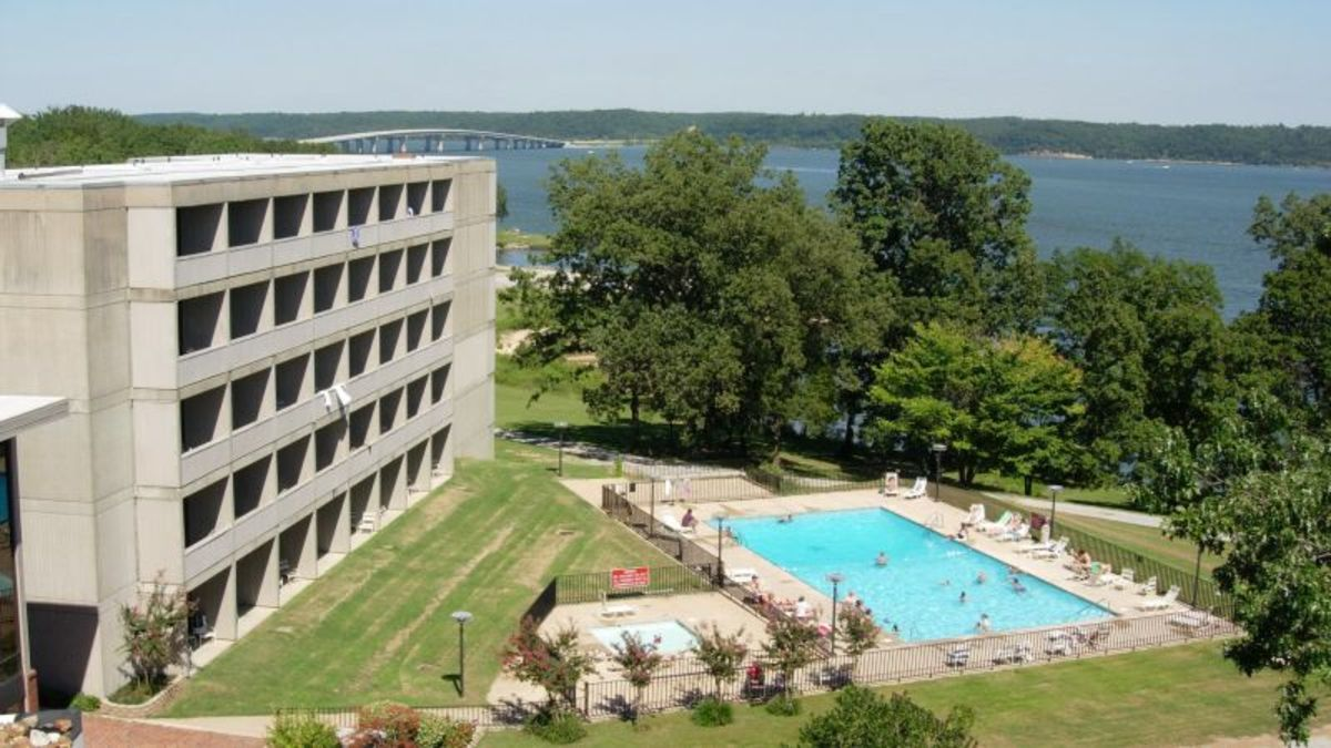 All rooms offer lake views at the Pickwick Landing State Park Inn