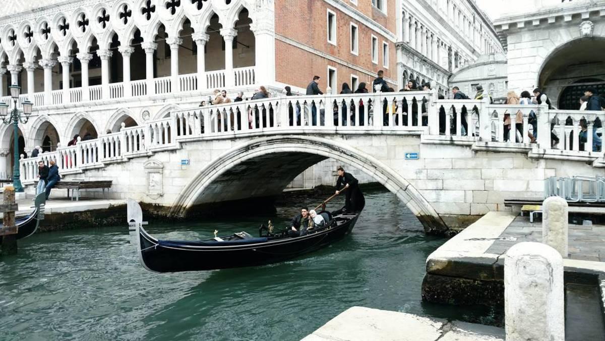 Forget it Jake, it's the Ponte della Paglia