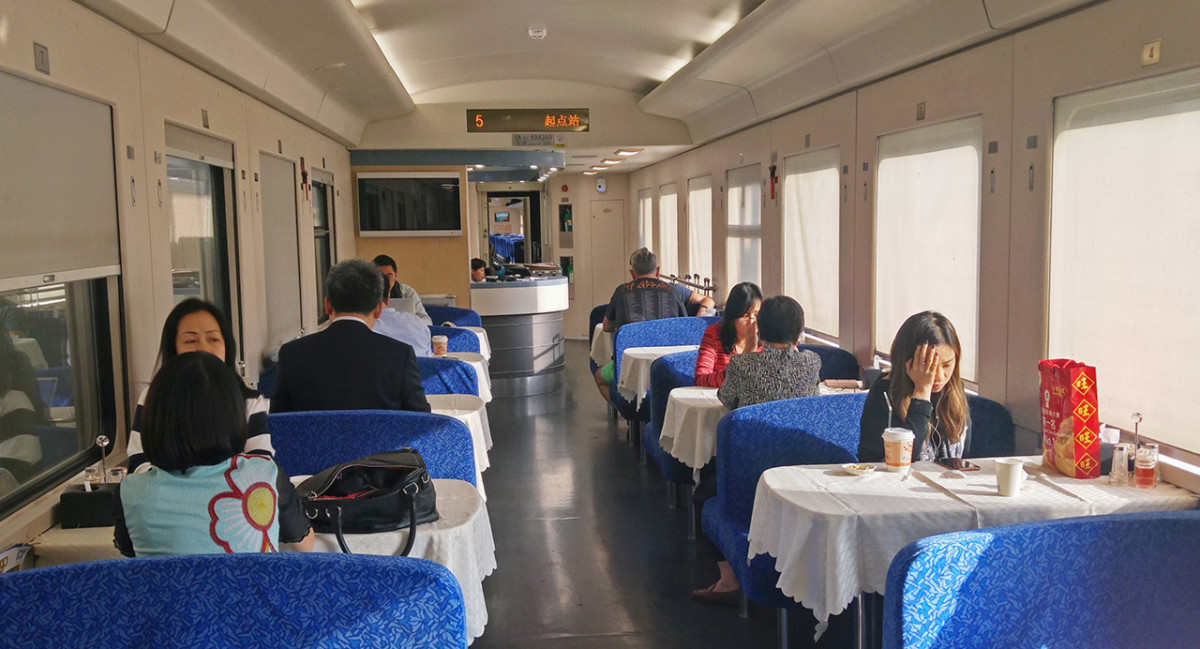 The dining car. I forgot to check this out during the earlier journey.