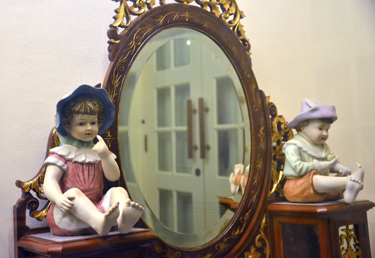 Vanity and ceramic dolls.