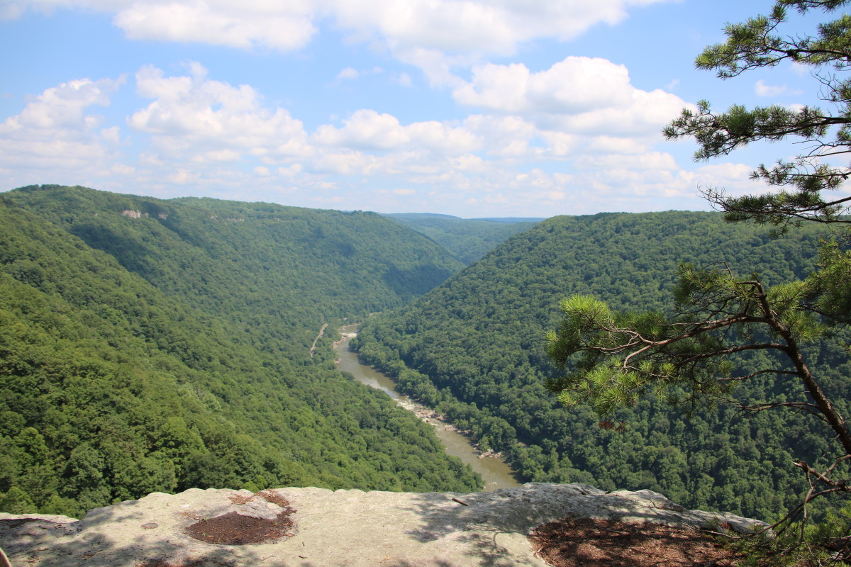 Rocky protrusions jut out from the sides of the gorge, offering stunning views of the entire gorge.