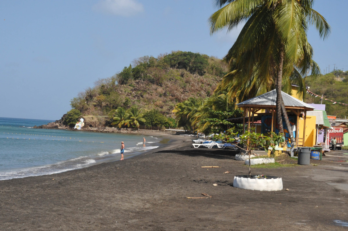 Mero Beach is a common place for cruise-ship visitors to visit due to its proximity to Roseau.