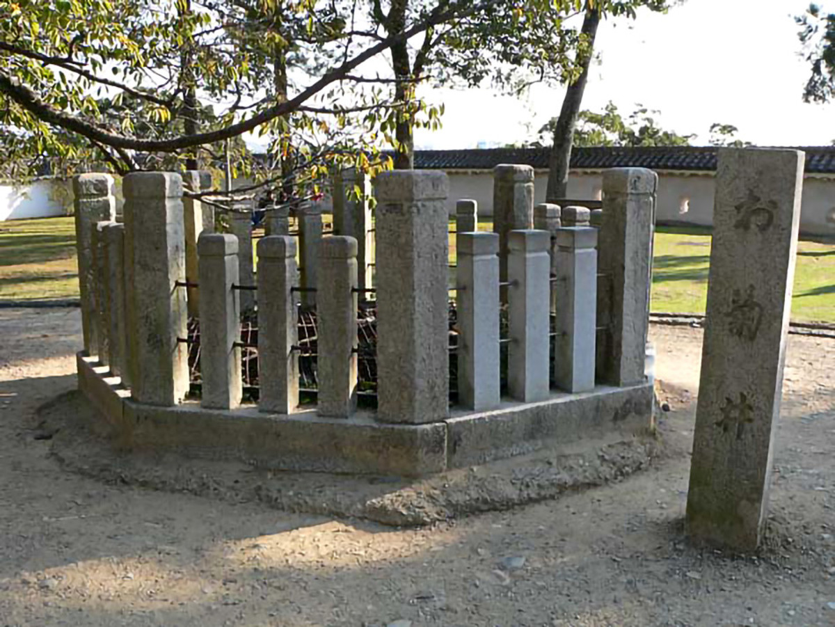 Okiku's Well at Himeji Castle. As you can see, it's heavily fenced up as a precaution.