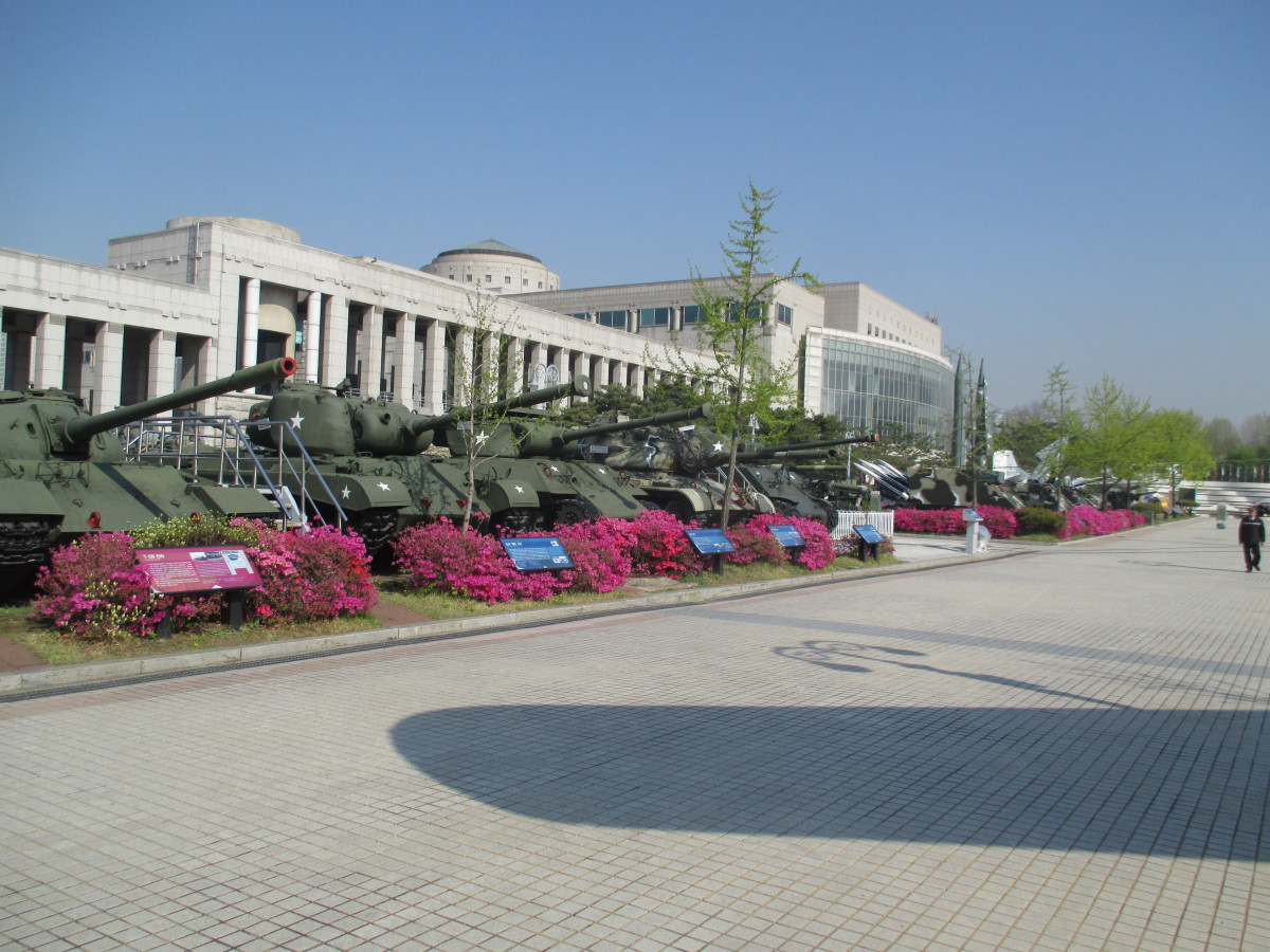 Outside the War Memorial Museum