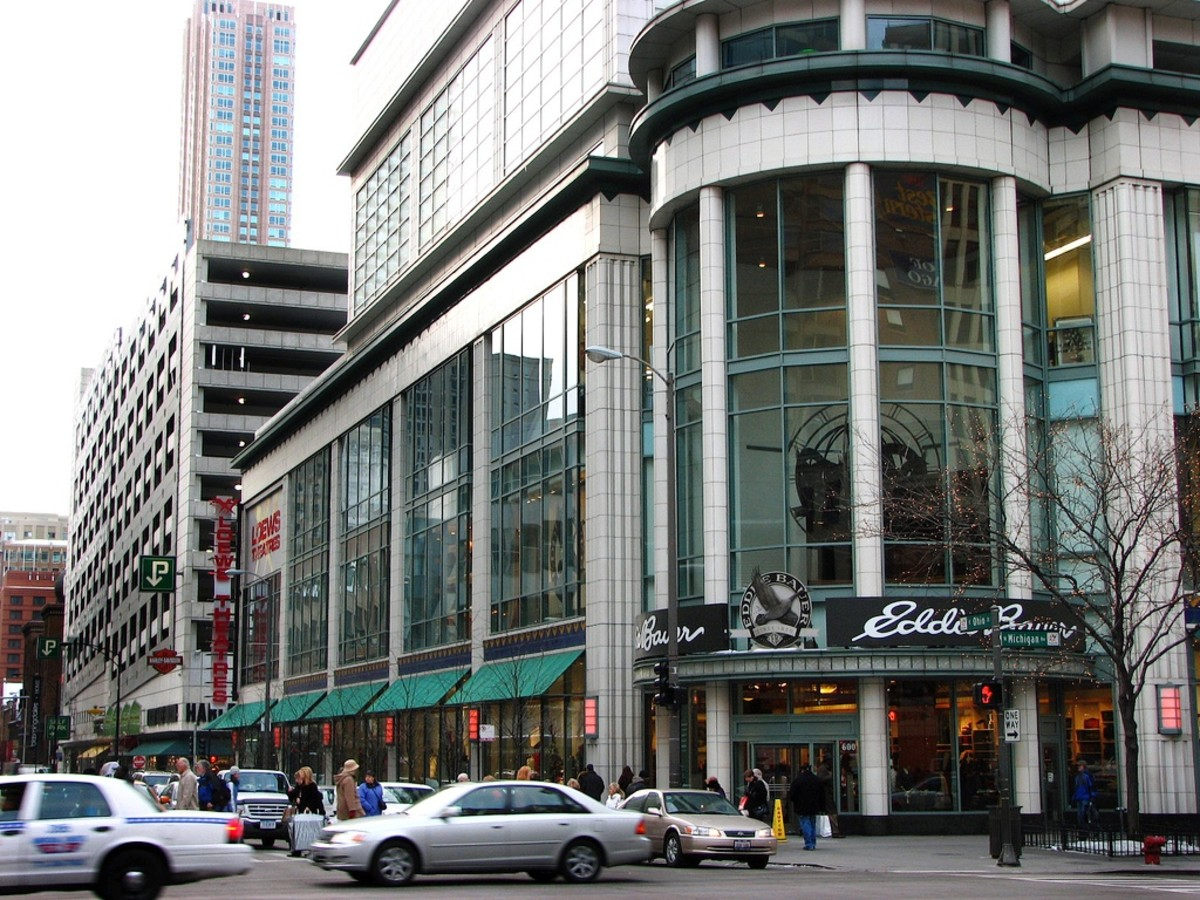 Shopping on the Magnificent Mile in Chicago, Illinois