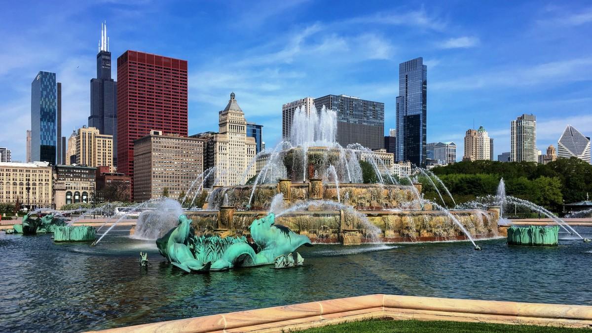 Buckingham Memorial Fountain in Grant Park in Chicago, Illinois