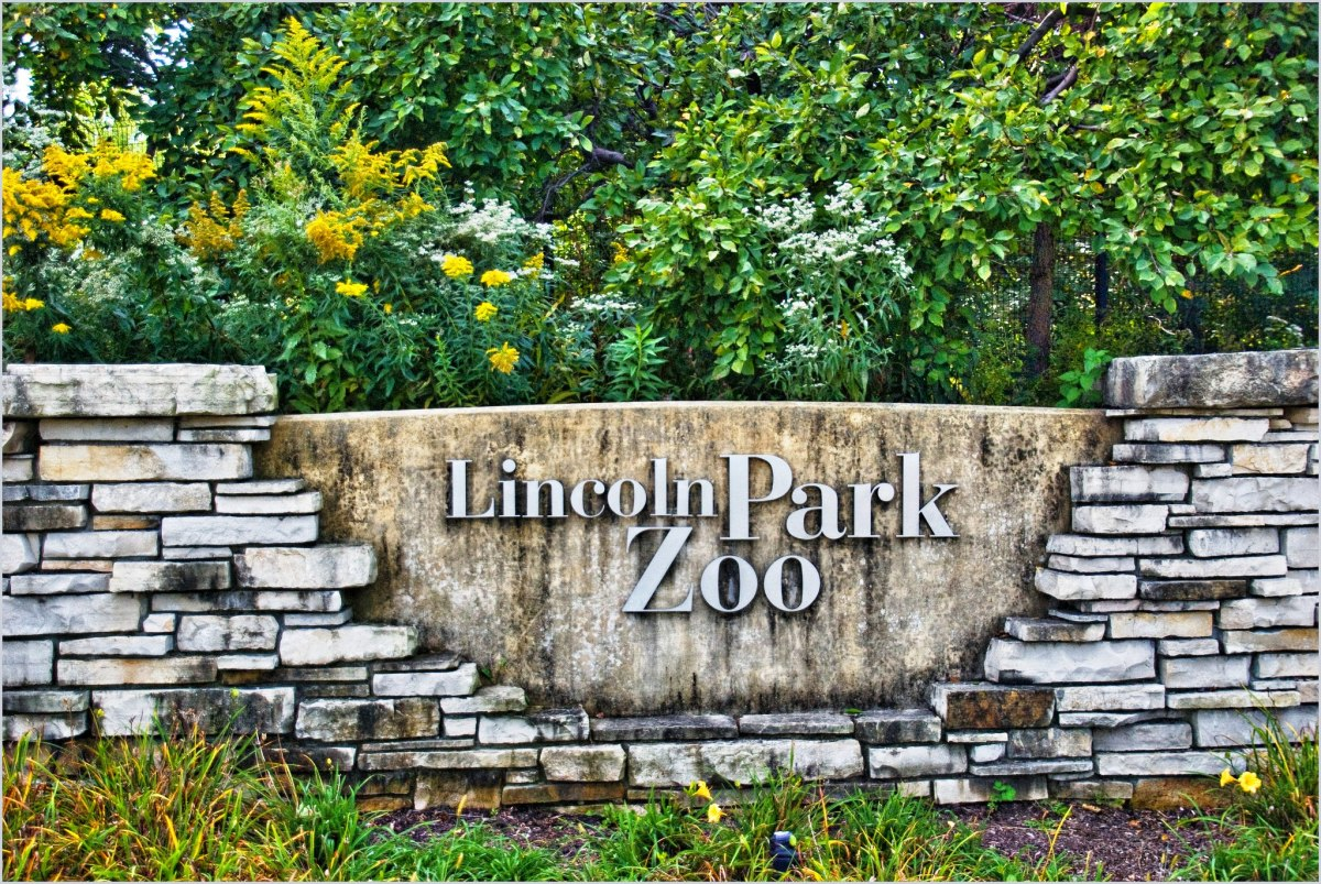 Lincoln Park Zoo Entrance Sign in Chicago, Illinois