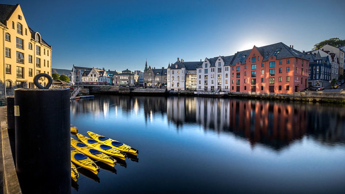 Ålesund, known for its distinctive Art Nouveau buildings, is one of the ferry stops.