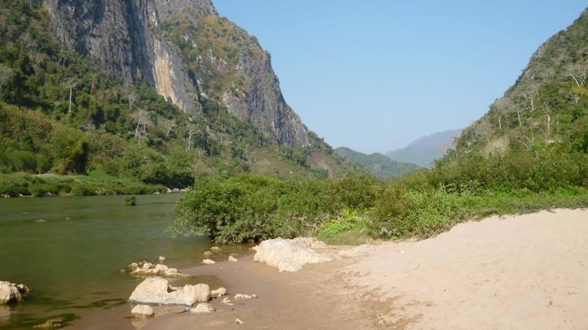 Nam Ou river bank view