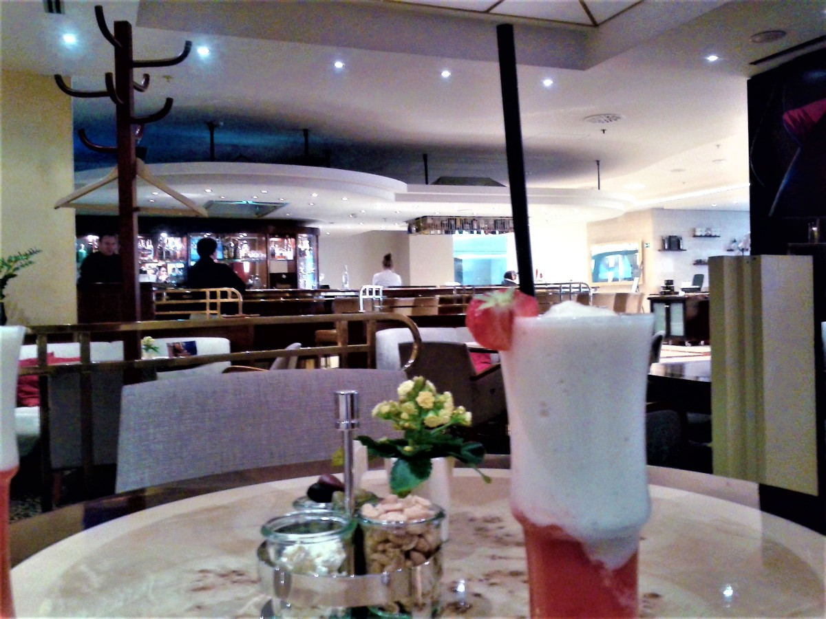 InterContinental bar area.