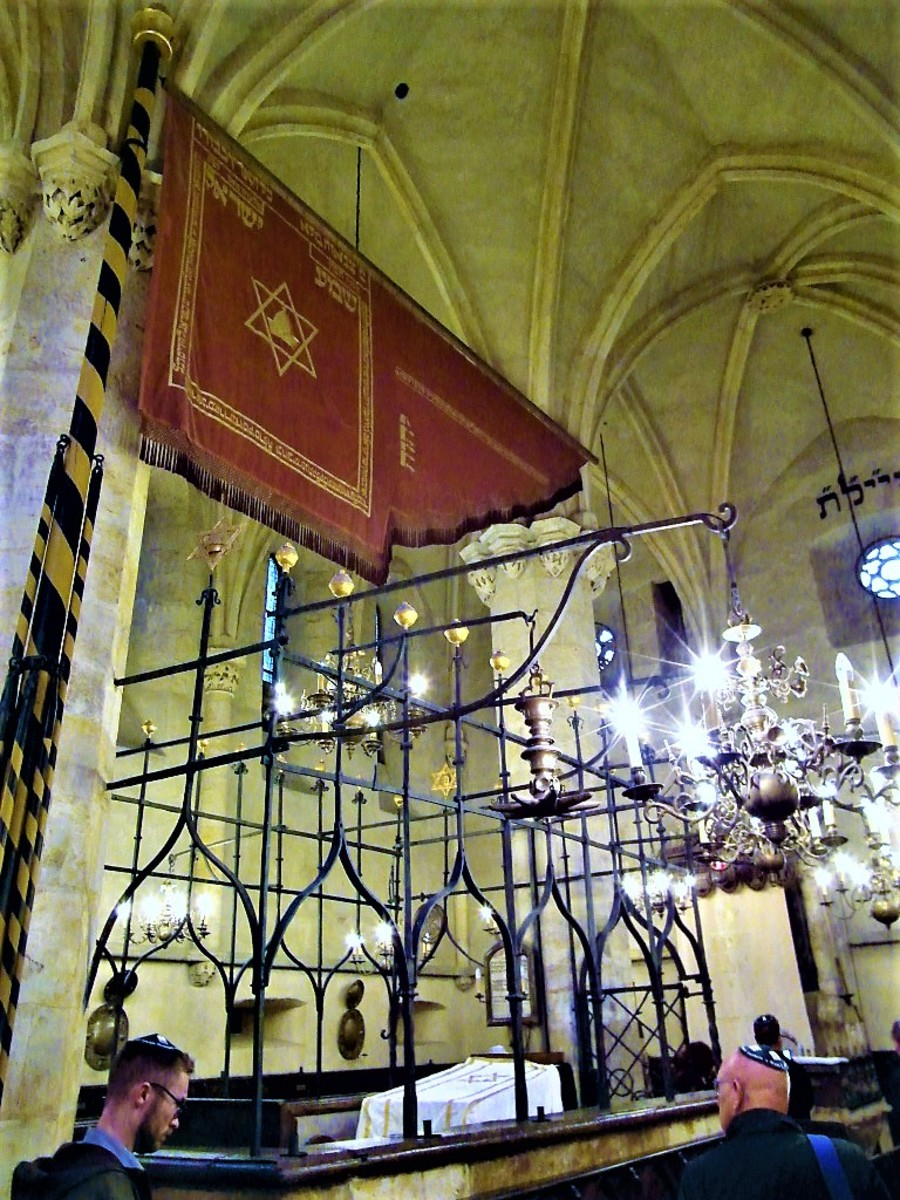 Jewish Standard and cage around the bimah in the Old-New Synagogue.