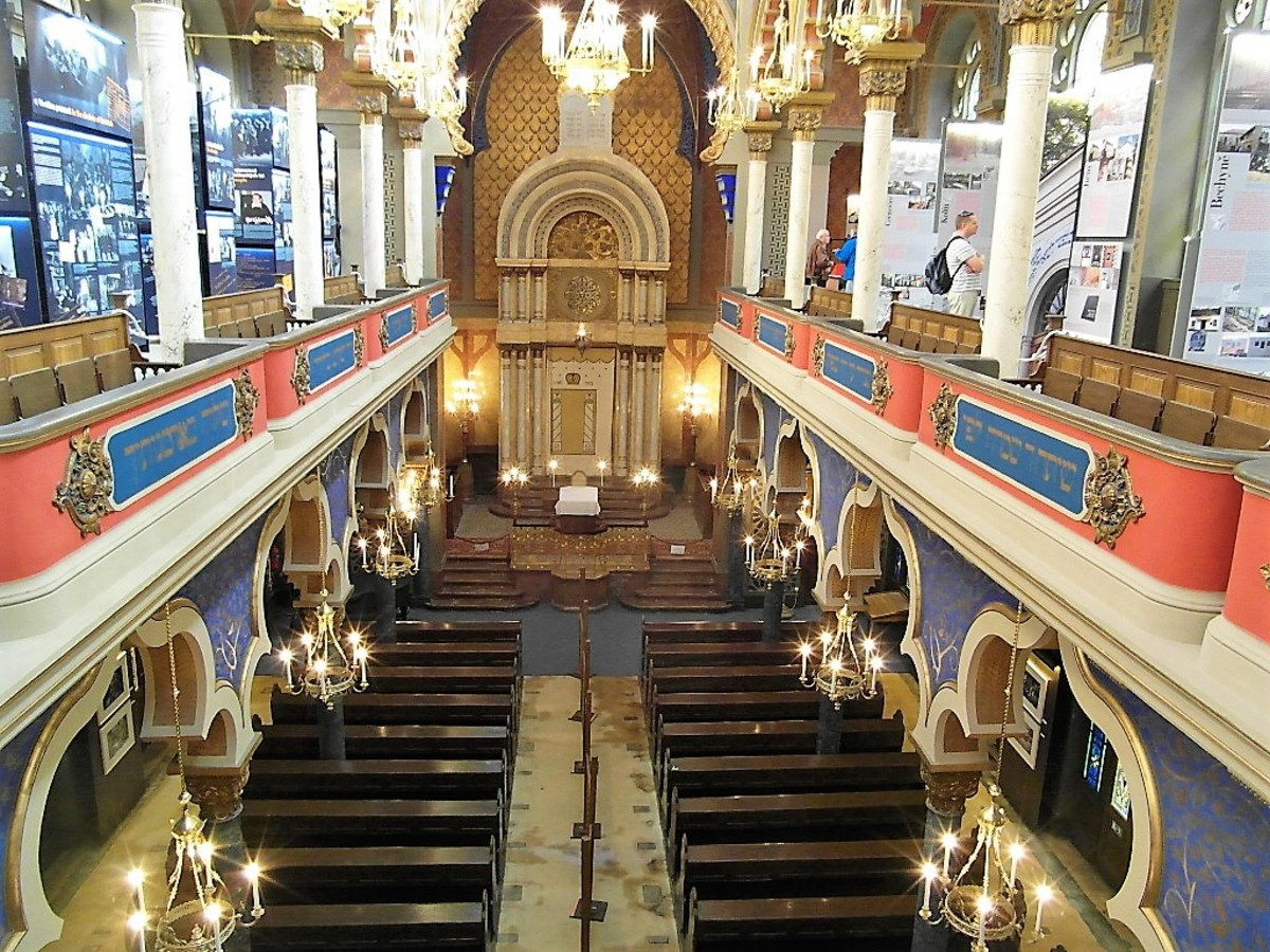 Looking down from the balcony of the Jerusalem Synagogue.