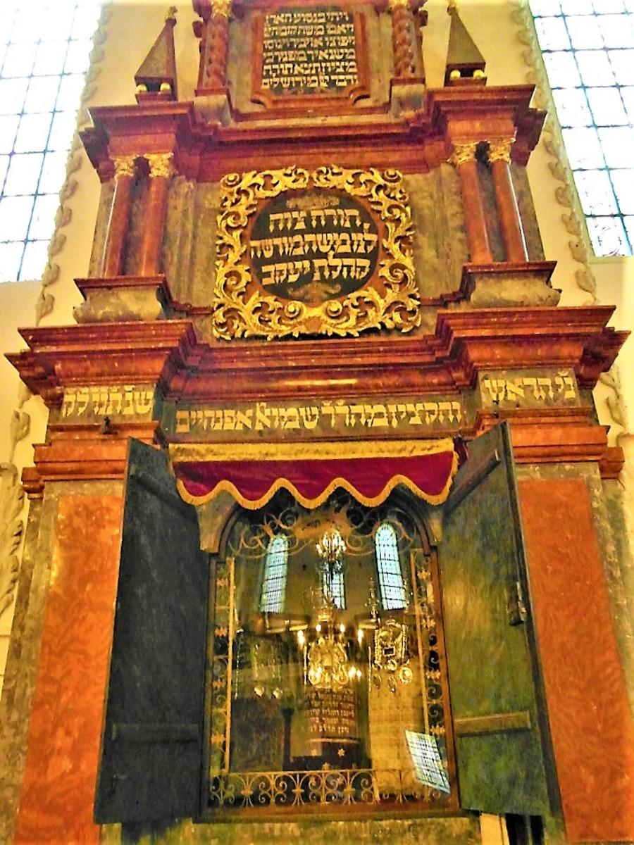 Torah Ark in Klausen Synagogue.
