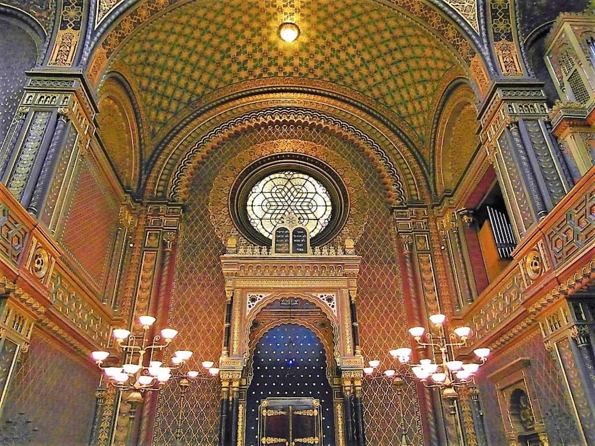 Looking up inside the Spanish Synagogue.
