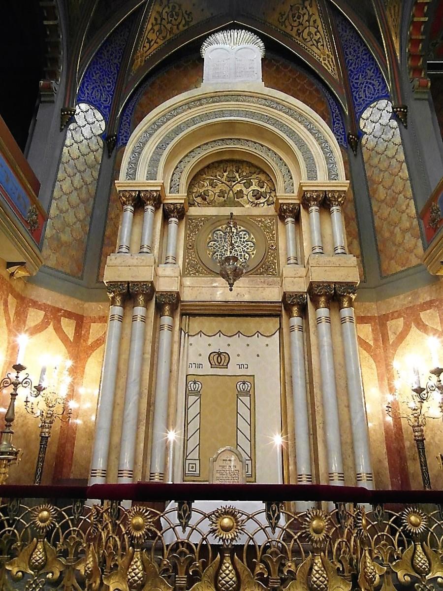 Front of Jerusalem Synagogue.