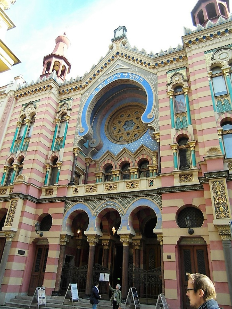 Moorish façade of the Jerusalem Synagogue.