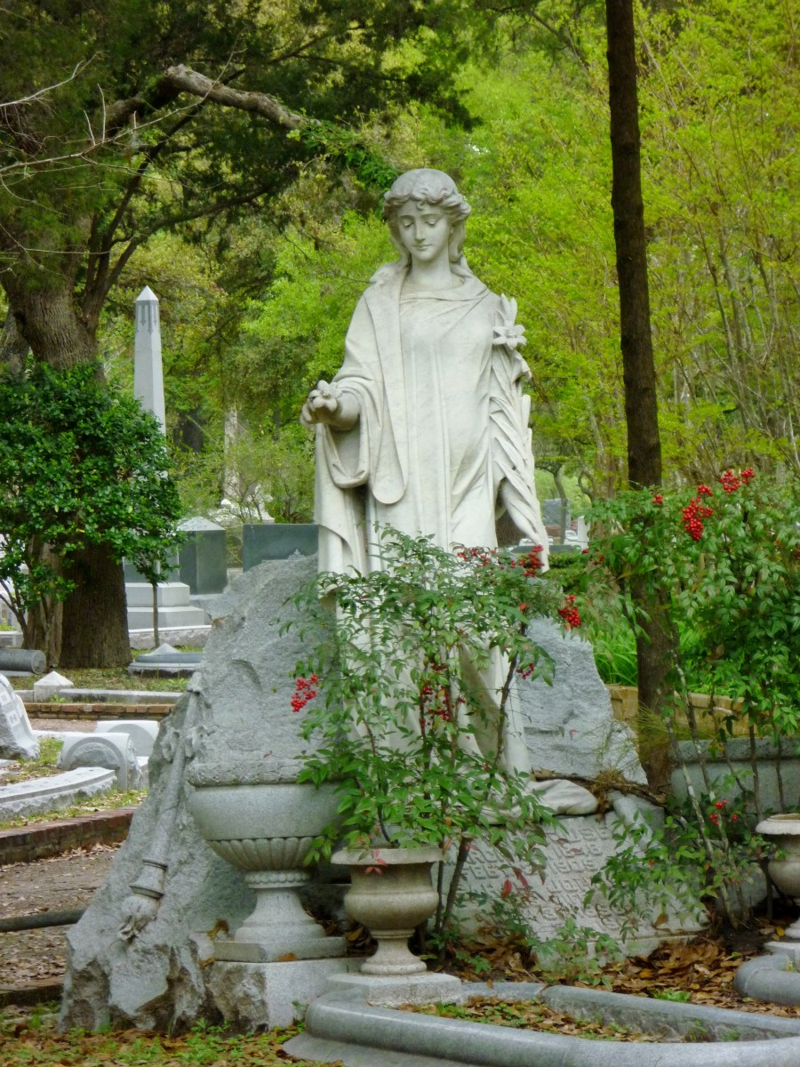 Beautiful lady monument in Glenwood Cemetery