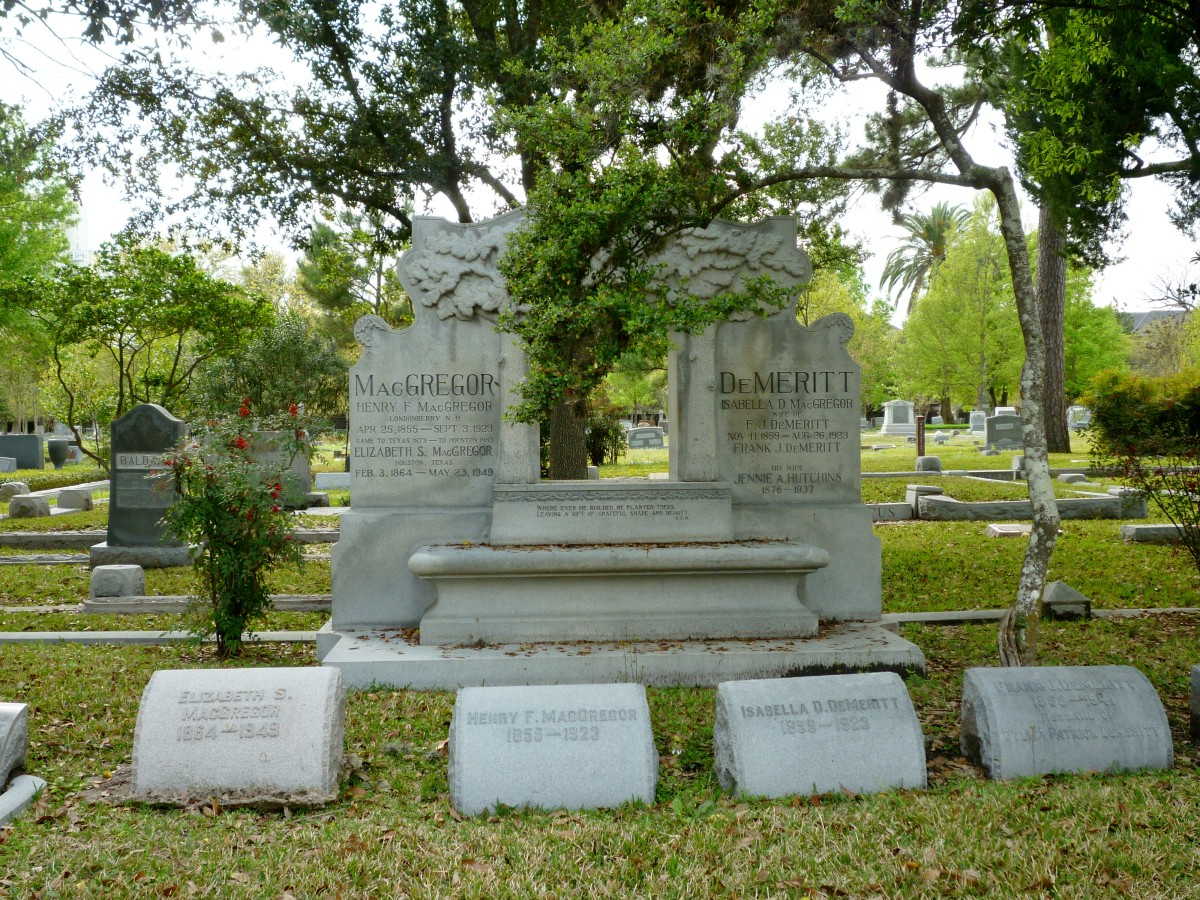 MacGregor and DeMeritt  monuments in the cemetery