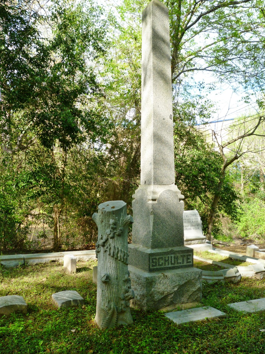 Schulte Monument in Glenwood Cemetery