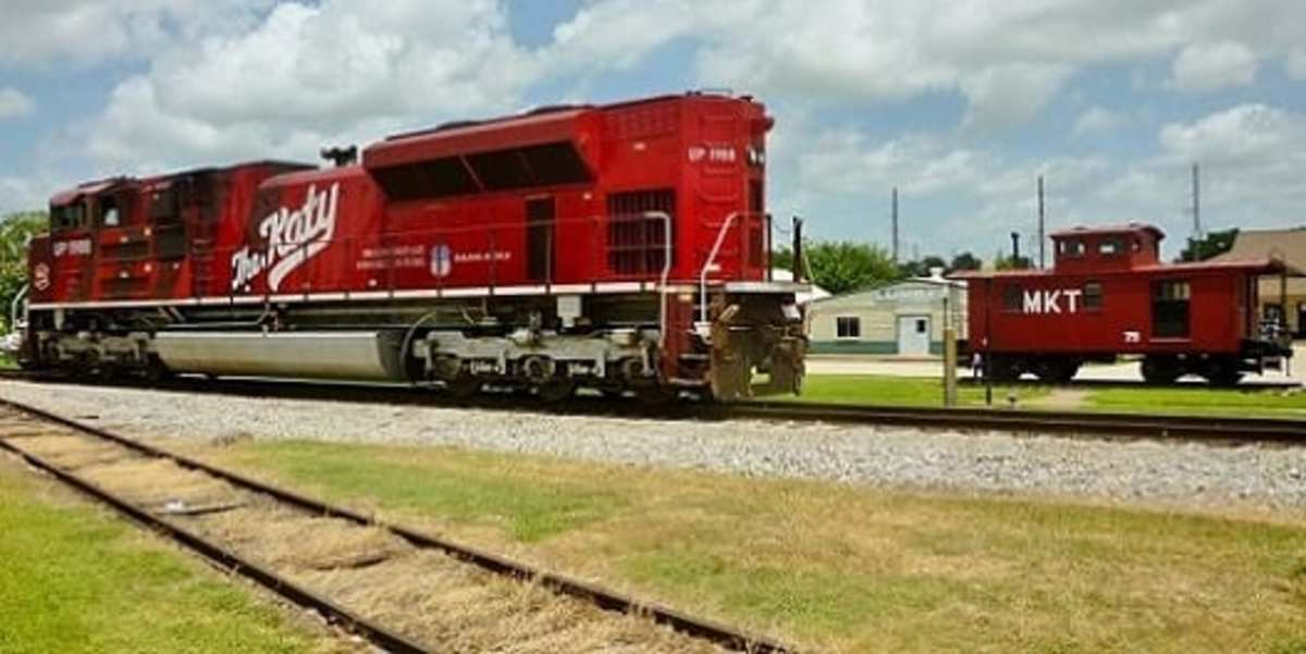 View of the M-K-T engine and the M-K-T caboose