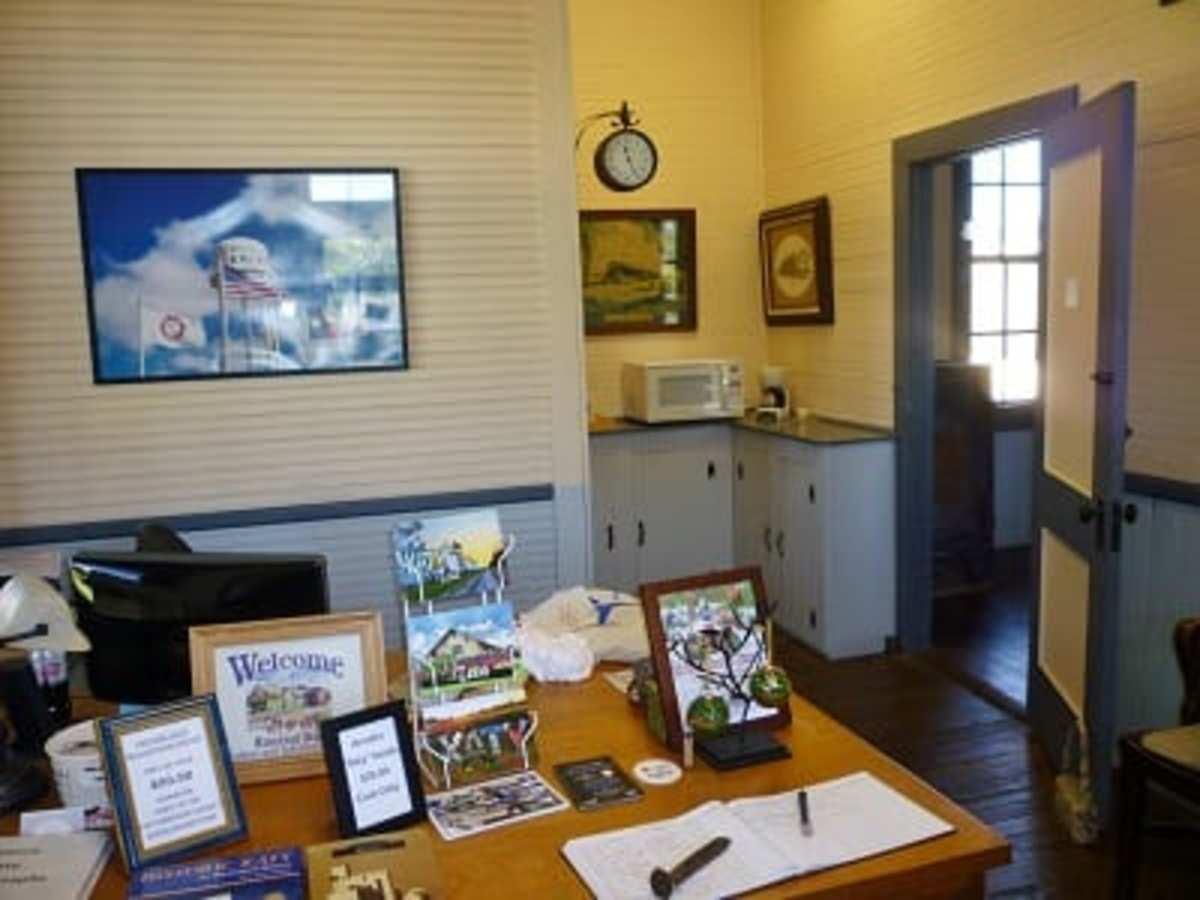 Entrance room in M-K-T Depot & Museum serving as Tourist Center