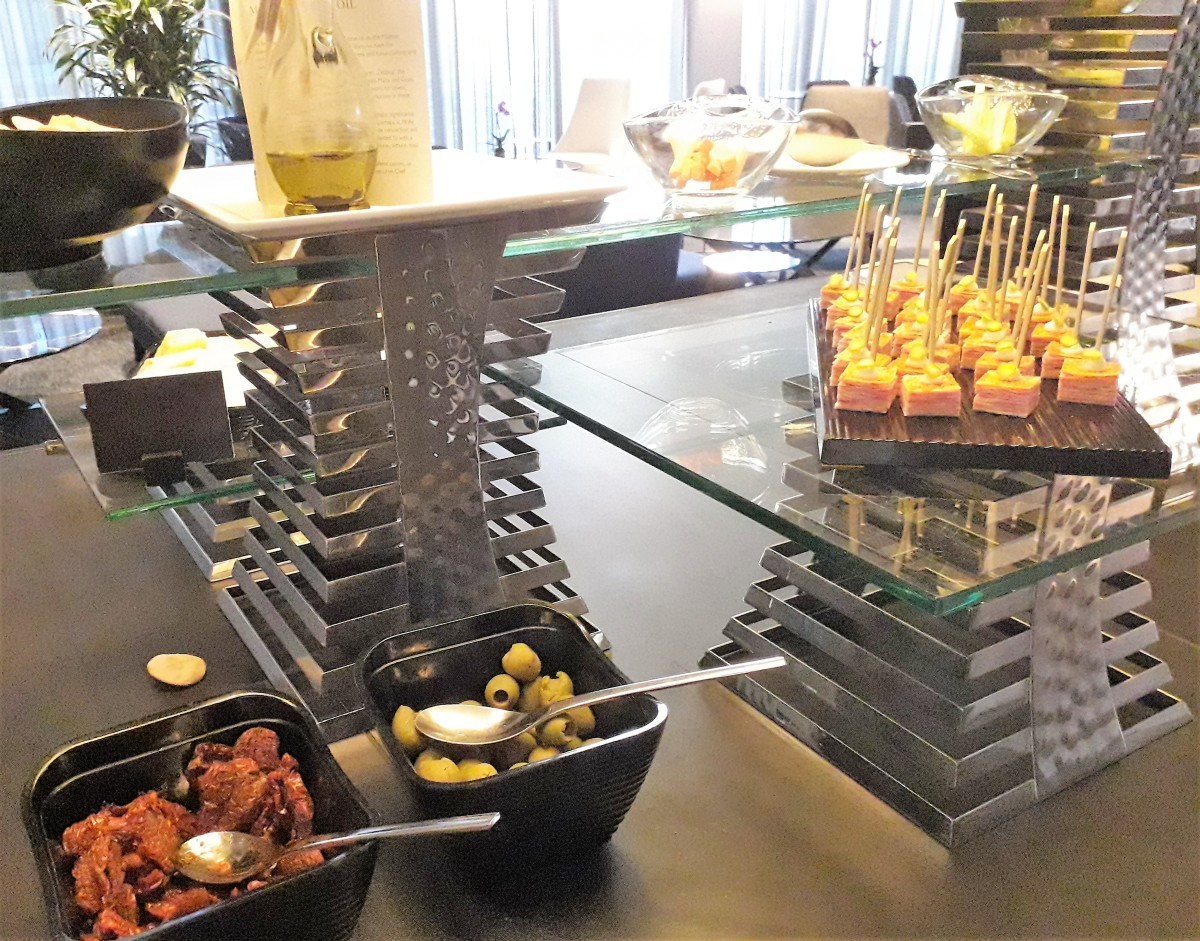 Canape selection.