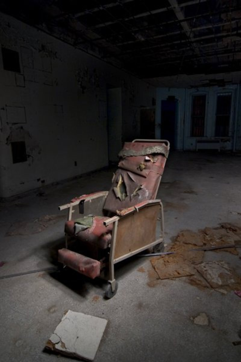 insane-asylums-americas-most-notorious-hauntings