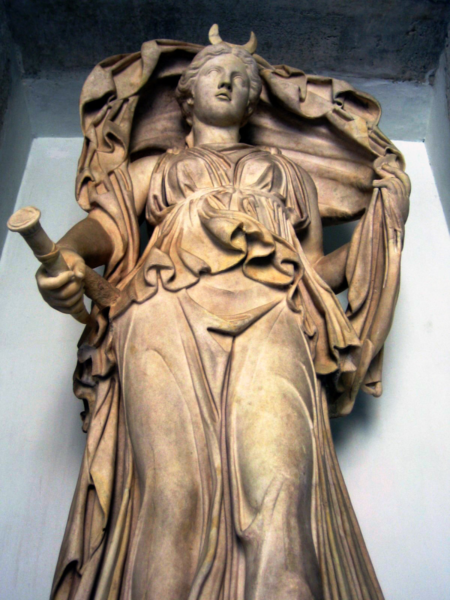 A statue of Luna, the Roman equivalent of Selene, holding a torch with the crescent symbol of the moon on her forehead.