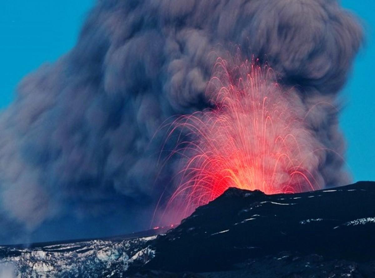 The eruption seen from Þórolfsfell.