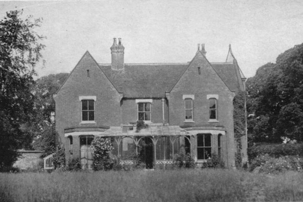 Borley Rectory, before the fire that destroyed it in 1939.
