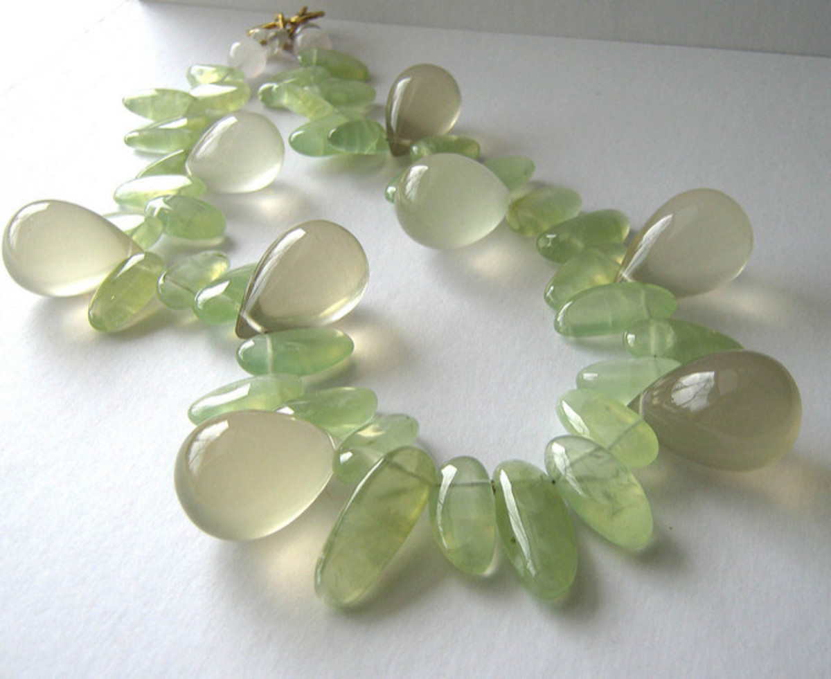 A prehenite and lemon quartz necklace. Jewellery is an excellent and practical way to benefit from a crystals properties.