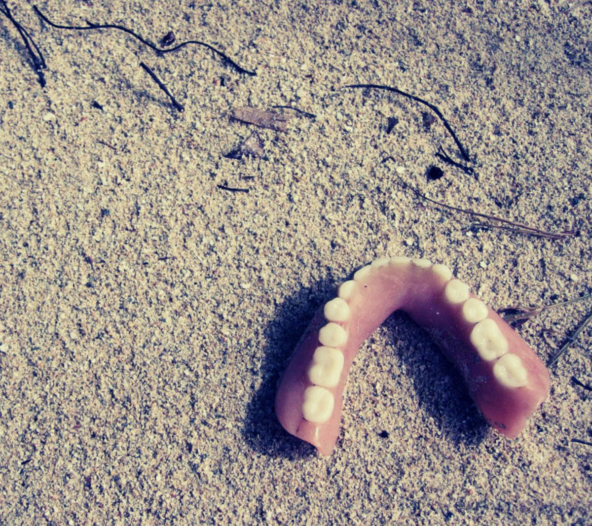 teeth-falling-out-dream
