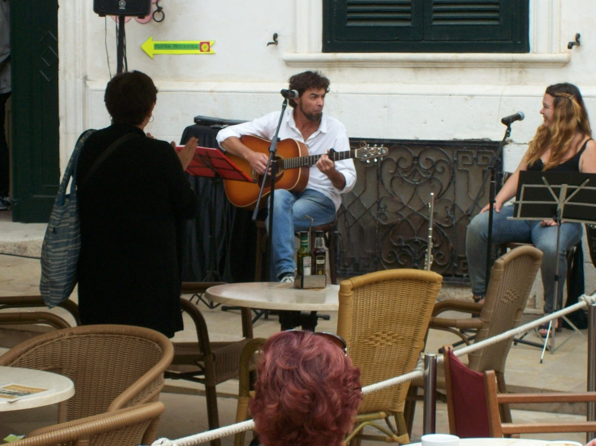 Duo at the American Bar in Mahon.