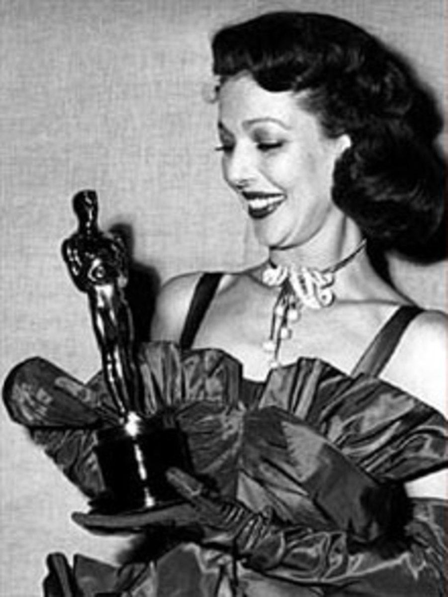 Loretta Receives Her Oscar