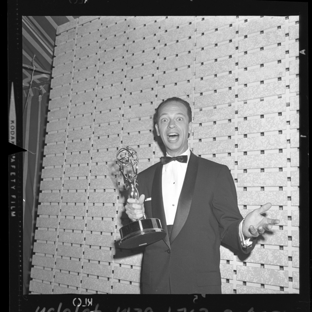 DON KNOTTS RECEIVES HIS FIRST EMMY AWARD FOR PORTRAYING DEPUTY BARNEY FIFE IN 1961