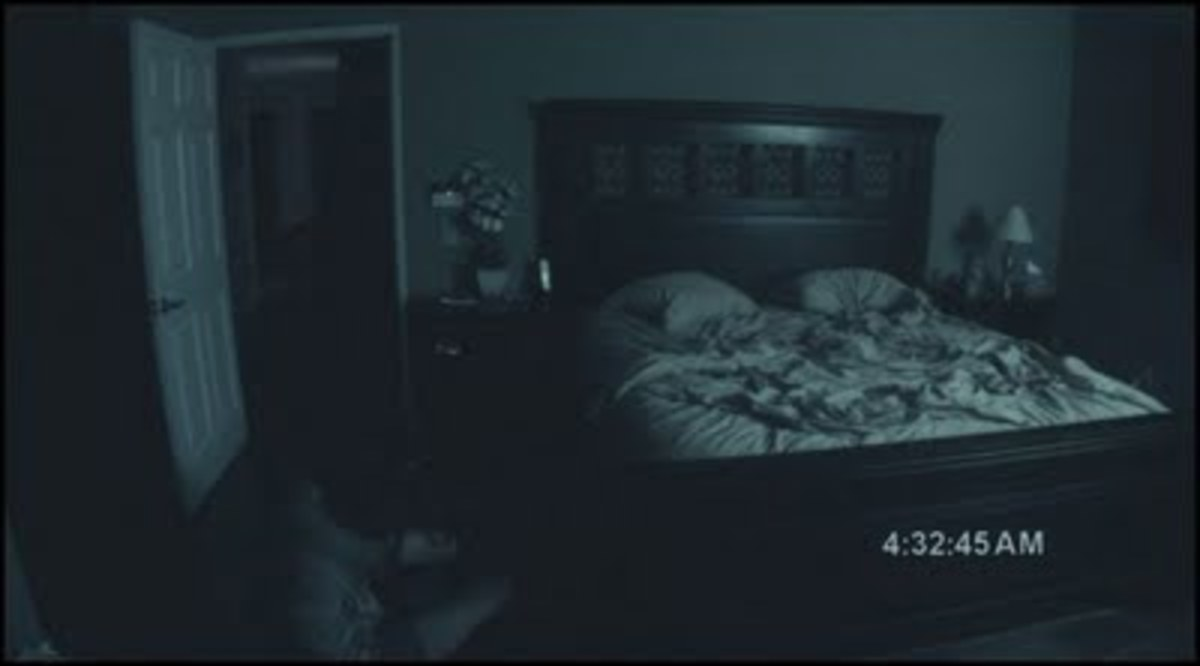 Paranormal Activity - Katie gets pulled off the bed and dragged through the hall